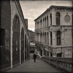 rialto (rita vita finzi) Tags: venice woman stairway venezia rialto justimagine artlibre memoriesbook themonalisasmile