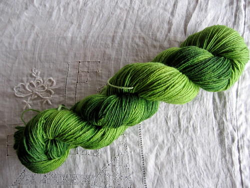 17 April : hobbitty green hand dyed sock yarn