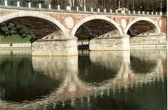 L'illusione della bellezza (Borbuletachiara) Tags: bridge rio river torino fiume ponte po acqua riflessi bellezza analogic illusioni esercizididistacco