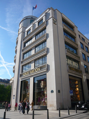 Louis Vuitton, Paris