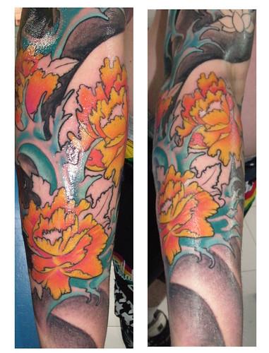 Detalle de tattoo flores y agua (en proceso)