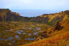 Orongo Volcano (GlossyEye.) Tags: world chile travel photography volcano la nikon flickr easterisland fa rapanui volcan orongo differenza ♥♥ lamicizia nikond40 ♫♪♫ ♫♪♫♥♥lamiciziafaladifferenza♫♪♫♥♥