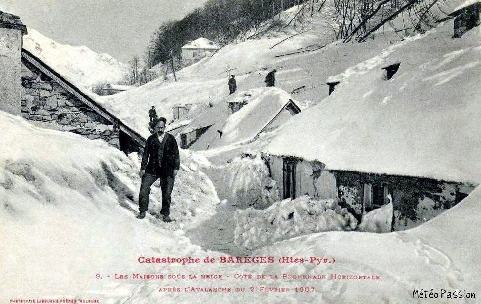 maisons de Barèges ensevelies sous la neige après l'avalanche du 2 février 1907