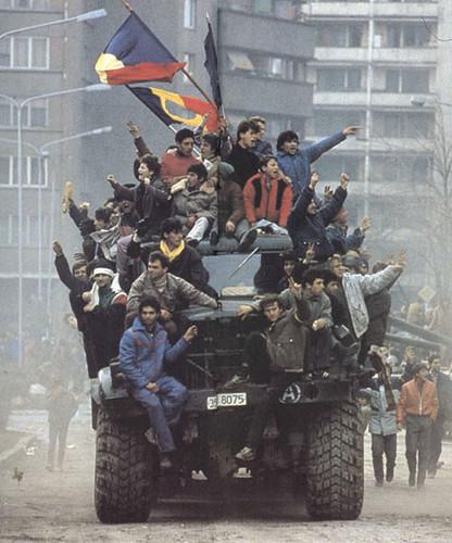 ثوار رومانيا على الاليات العسكرية