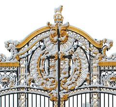 Gate by Buckingham Palace (brian.mickey) Tags: snow london londonsnow londonsnowfebruary2009