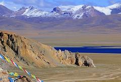 Nam Tso Chukmo and  Nyenchen Tangla range (reurinkjan) Tags: nature tibet 2008 changtang namtsochukmo tibetanlandscape storytellingphoto tengrinor lhachennagenla fotocyfer janreurink damshungcounty storytellingphotography damgzung nyenchentanglarange     photostorydrapardrung