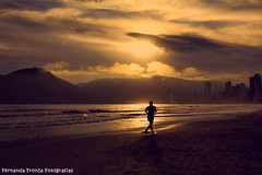 Every move... (Fernanda Fronza) Tags: sun sol praia beach run corre feza