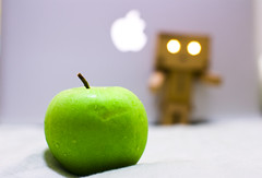 My_apppllleeeeeee (achew *Bokehmon*) Tags: green apple fruit mac sony carl alpha a300 danbo zeis macbookpro danboard  danboru danbowallpaper danboardwallpaper