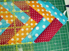060 (super_ziper) Tags: flowers flores diy quilt sewing flor steps craft sew super bolinhas fabric patch dots patchwork tutorial pap maquina tecido ziper costura iniciantes passoapasso façavocêmesmo superziper divania