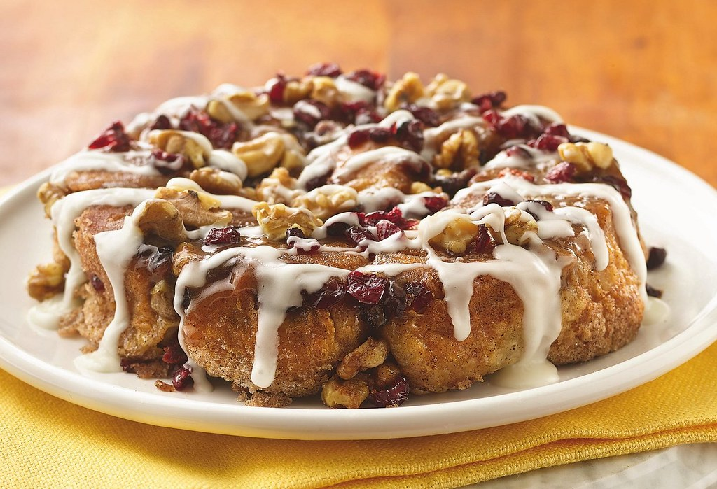 Recipe: Marscarpone-Filled Cranberry-Walnut Rolls