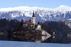 Bled lake and Assumption of Mary Pilgrimage Church, Slovenia (mirci) Tags: lake alps castle europe eu slovenia bled 2009 julianalps glacierlake gorenjska bledcastle bledlake pletna mirci mirjanapapez gorenjskaregion