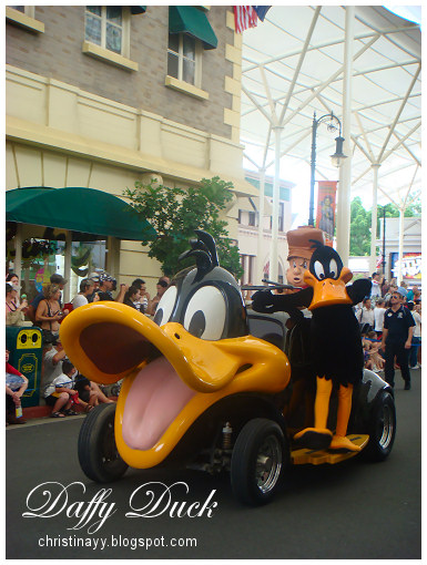 Warner Bros. Movie World: Daffy Duck