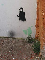 graf4367 (anavb) Tags: streetart valencia solar blog spain stencil abril n 2009 desconocido orsonwells armado fedya ireneadler comentarioblog siadivina