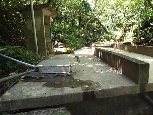 這一段溪被做成一個蓄水池