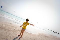 giochi da spiaggia (Zioluc) Tags: sea beach child tuscany overexposed rosignano luciobeltrami