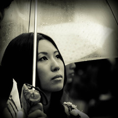 Umbrella stories (c.lemon) Tags: street japan japanese tokyo shinjuku bokeh candid streetphotography   cinematic japon  japonais   d90  tokyoga sauvette