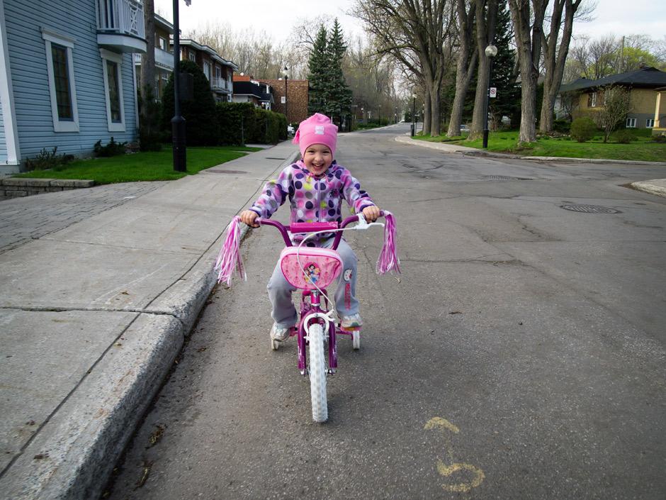Myriam et sa 1ière bicyclette
