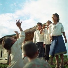 crazy for bubbles. (TAT_hase!) Tags: school kodak laos six portra vc kowa soapbubble 160   oudomxay