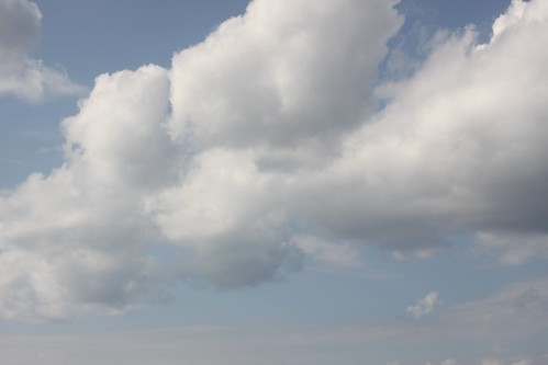 """Nubes • <a style=""""font-size:0.8em;"""" href=""""http://www.flickr.com/photos/30735181@N00/3248443464/"""" target=""""_blank"""">View on Flickr</a>"""