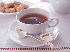 chá preto com cassis