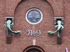 (Vallø) Tags: wall mur udsmykning aarhus århus denmark danmark urban febuar 2009 vallø sculpture skulptur vindue no9 bricks mursten 9 no propertynumber housenumber number building bygning decor brick circle outside