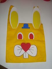 Primeira e segunda sries (vaca festeira) Tags: eva artesanato amarelo pscoa tnt coelho rosto mochila