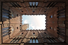 Vertige (Boccalupo) Tags: italy architecture italia geometry medieval tuscany siena toscana toscane geotag middleages medievale architettura italie sienne geometria geometrie palazzopublicco