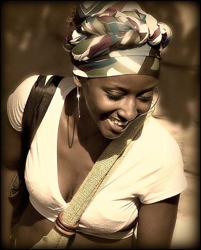 フリー画像| 人物写真| 女性ポートレイト| 黒人女性| 黒人| 笑顔/スマイル| セピア|     フリー素材|