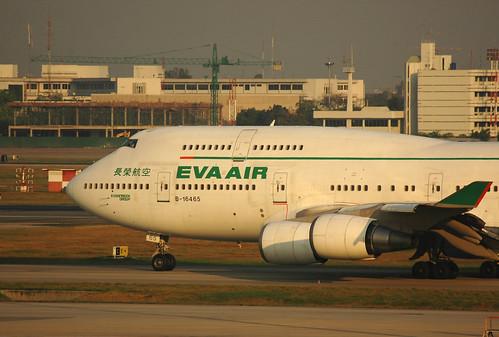 EVA AIR Boeing 747-400 B-16465