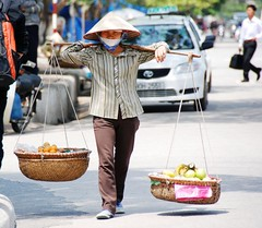 Hawker (Melinda ^..^) Tags: hawker halong bay vietnam   halongbay people folks vietnamese chanmelmel mel melinda