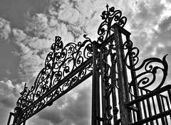 Gate top bw