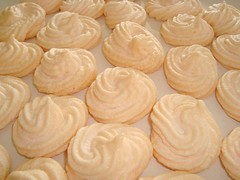 Meringue (DolceDanielle) Tags: food white dessert baking egg goddess domestic be how bake meringue lawson nigella nigellalawson eggwhite howtobeadomesticgoddess