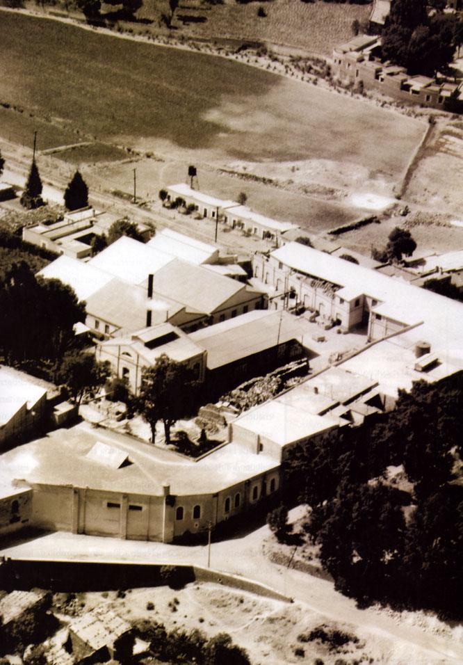 Vista aérea de la fabrica de papel Loreto y Peña Pobre, en Tlalpan, Mex. 1930