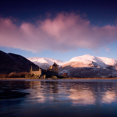 Kilchurn castle (Spencer Bowman) Tags: mountain reflection castle scotland dusk getty loch argyle eveninglight lochawe blueribbonwinner kilchurncastle scottishloch scottishcastle goldcollection elitephotography