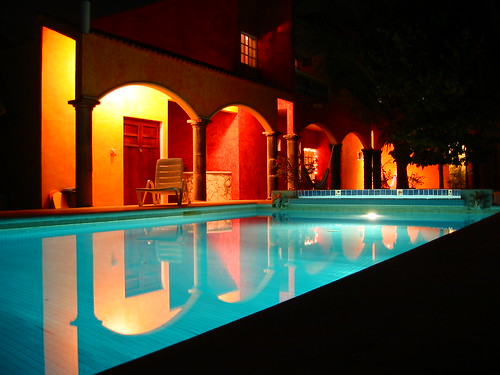 urban architecture lights nocturnal swimming pool blue yellow Mexico