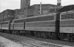 EL EMD E-8 819 (old_skool_metal_head) Tags: railroad robert diesel tx © el locomotive e8 emd diesellocomotive erielackawanna kodaktrixpan escue trix5063 emde8