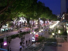 Orchard Road bei Nacht