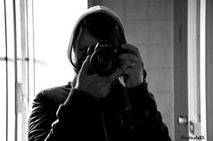 mirror reflection (Greticola) Tags: bw white selfportrait black reflection self bathroom mirror reflex nikon toilette s bn io bagno bianco nero mah autoscatto specchio cesso riflesso d90 digitalcameraclub senzacolori greticola ioperfotografareunospecchio leragazzedisolitovannoinbagnoperrifarsiiltruccoespettegolare maschiomancato