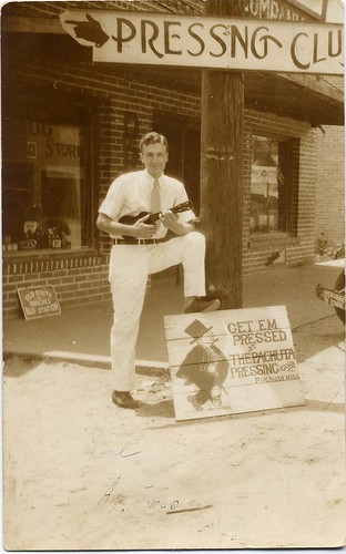 AL JONES WITH UKELELE