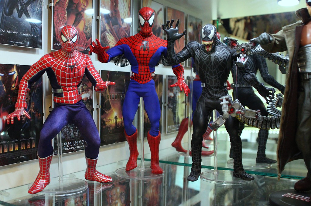 1/6th Medicom SM 2 and Comic RAH Spiderman & Venom