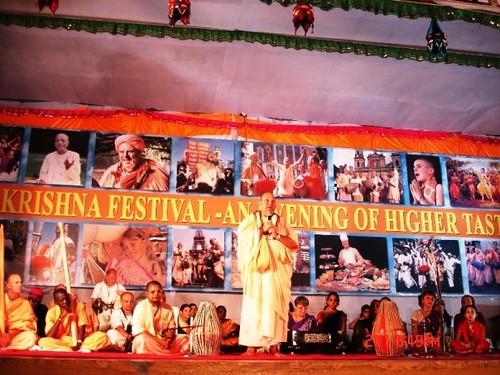 H H Jayapataka Swami in Tirupati 2006 - 0057 por ISKCON desire  tree.