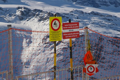 這裡因為太高了 不能玩雪橇