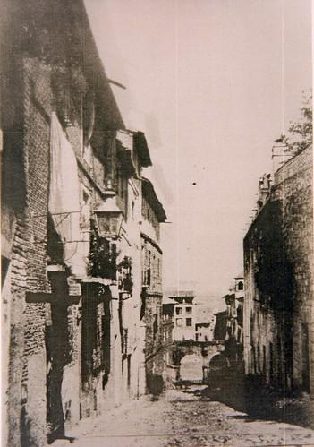 Arcos de estilo herreriano en Zocodover antes de ser demolidos en 1865