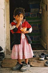 Asia - Thailand -  (RURO photography) Tags: travel portrait people cute tourism girl beautiful smile face female canon thailand photography kid asia pretty child faces photos retrato reis kind portraiture asie lonelyplanet criana lovely portret enfant fille mdchen nationalgeographic thailande reizen discoverychannel azi toerist olddoors toerisme gesichter digitalcameraclub kartpostal enstantane voyageursdumonde eperke globalbackpackers discoveryphoto rudiroels thegalleryoffineportrait niacara