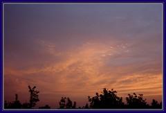 798.--Despidiendo el da (SILVIA O.G.) Tags: chile santiago sunset amazing shots nubes puestadesol cielos ocaso silviaog