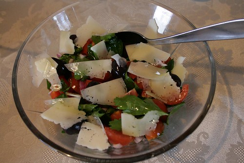 Cherry tomato salad with parsley, olives and Manchego