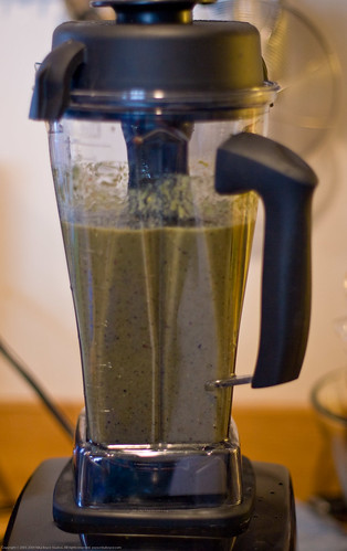 Raw+Simple: Kale Sprout Fruit green smoothie