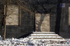 (arnd Dewald) Tags: china schnee light shadow snow tree wall stairs licht wand treppe  schatten baum shenyang  wallscape arndalarm zhnggu   img7755r11klein