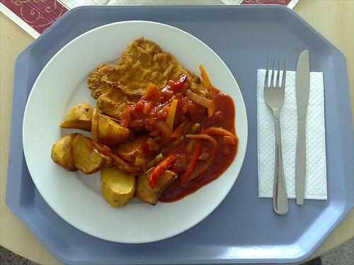 Schnitzel mit Letscho & Backkartoffeln