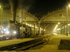 PKP TKt48-18 , Wrocaw Gwny 04.04.2009 (szogun000) Tags: railroad station night train tren lights mixed engine poland polska rail railway olympus cargo steam special locomotive passenger trem treno freight wroclaw excursion locomotora lokomotive ksk wrocaw pkp locomotiva   lokomotywa parowz lowersilesia dolnolskie dolnylsk wrocawgwny sp550uz tkt48 tkt4818 kskwrocaw d29271 d29132 d29276 d29273 d29285 d29763
